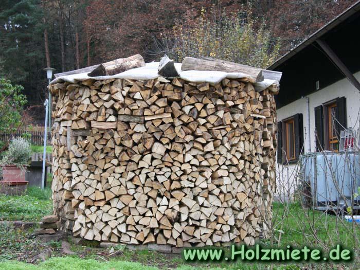 9 Festmeter Holz gut gestapelt