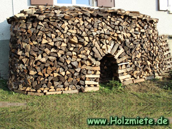 lange Halbmiete mit Torbogen aus Buchenholz