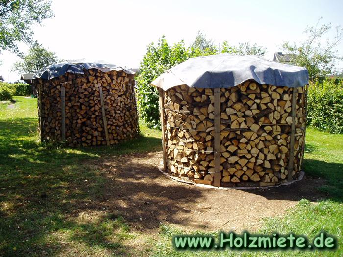 Pro Miete sind 4 Korde Holz geschichtet