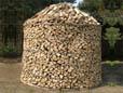 Holz fachgerecht und platzsparend lagern als alternative Heizmöglichkeit für die kalte Jahreszeit