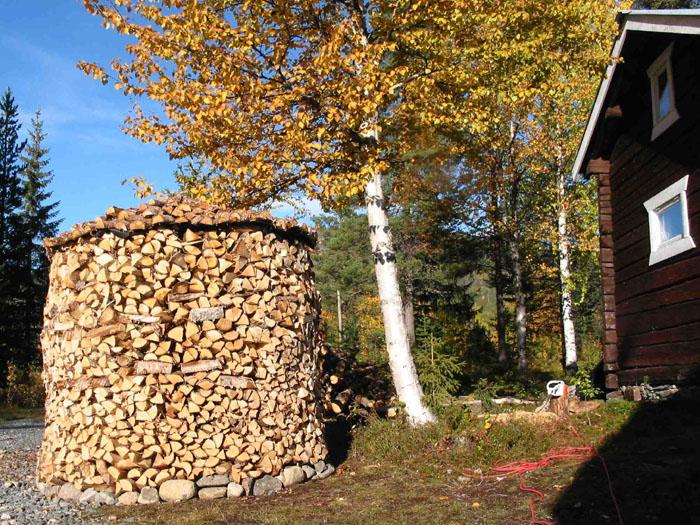 Eine Holzmiete sind 20 Prozent vom Holzbedarf für einen Winter