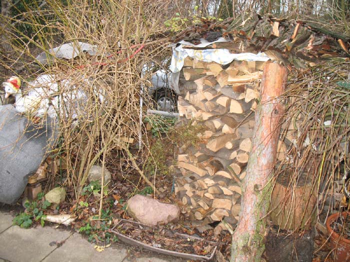 Holzmiete für Holzkessel und Oelheizung in Kombination