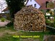 Holzstapel mit Holzmiete verbunden
