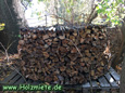 Holzunterstand gespart