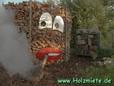 Holz spaltet ein Horizontalspalter mit Benzinantrieb
