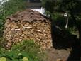 """Eine Besonderheit ist das """"Dach"""" aus Kiefer Rindenstücken"""
