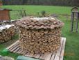 dünne Holzscheite Lärchenholz spalten unnötig daher nur gesägt
