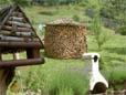 Stammholz aufarbeiten und zur traditionellen Holzmiete aufstapeln
